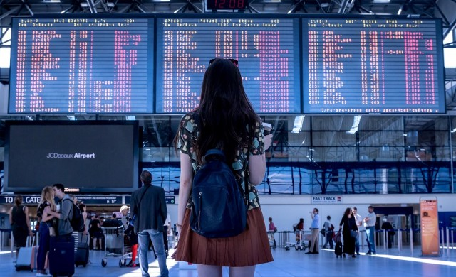 Кои летища са най-отдалечени от града, който обслужват?