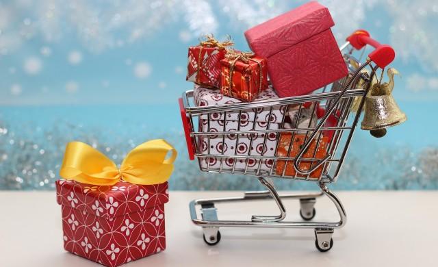 Американците значително ще намалят празничното пазаруване тази година