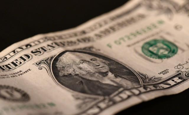 Щатският долар поевтиня до едномесечно дъно