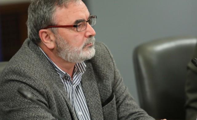 Следващи стъпки в борбата с COVID-19: затваряне на заведения и стадиони