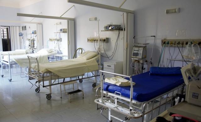 Болниците спират плановите операции в областите с много случаи на COVID-19