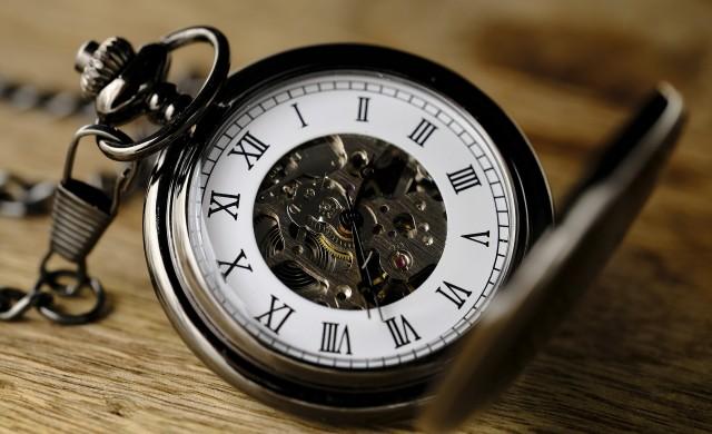 Връщаме часовниците с час назад тази нощ