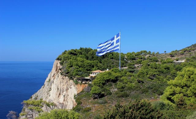 В Гърция - с маска и в колата, пътуват само по трима