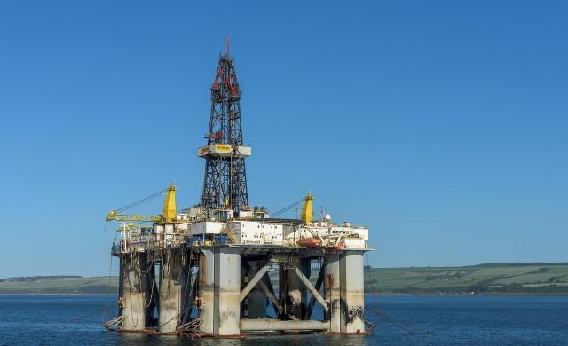 Петролът поевтиня до най-ниското си ниво от юни насам