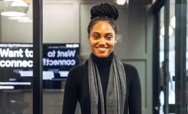 На 27 г. тя продава компанията си на Amazon, а сега е ръководител в Google