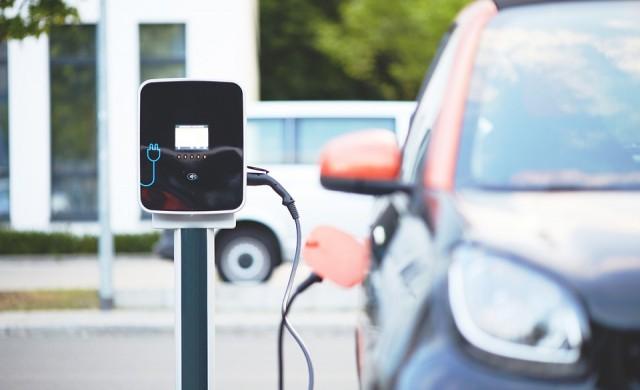 До средата на века: 950 млн. души по света ще шофират електрически коли
