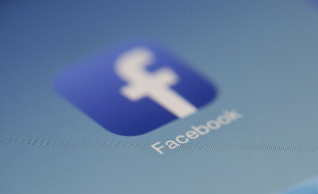 Срив в системите на Facebook,  Instagram и WhatsApp
