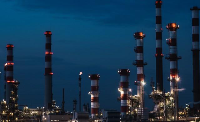 Анализатори: Петролът може да поскъпне до 100 долара за барел