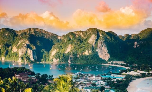 Тайланд отваря за ваксинирани туристи от 10 нискорискови държави