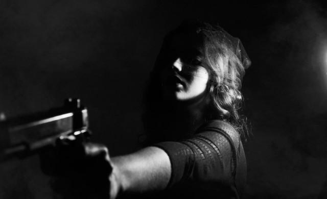 Руска ясновидка лекува COVID-19, като застрелва и подпалва клиентите си