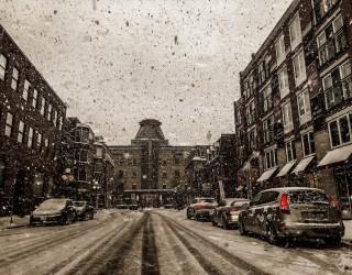 В Канада, ако някой се хлъзне и нарани в снега, вече може да съди града