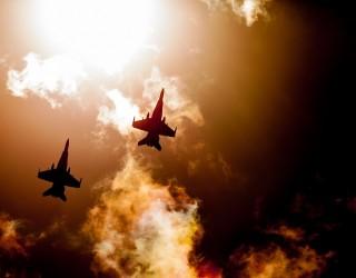 Двама военни пилоти изрисуваха гигантски фалос в небето