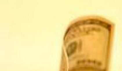 Еврото с нов исторически рекорд спрямо долара, паундът най-скъп от 26 г. насам