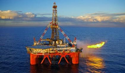 Петролът падна с повече от 3%
