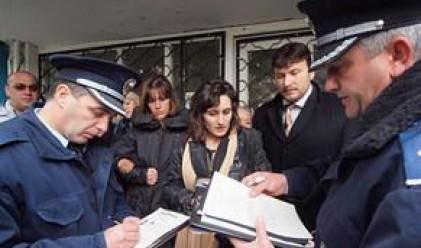 Жива верига срещу отнемането на апартамент от банка