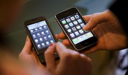 Apple изпревари Nokia по печалби от продажба на телефони