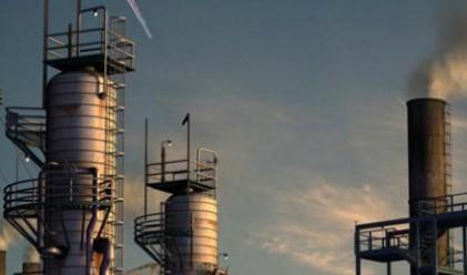 Петролът поскъпва над 77 долара за барел