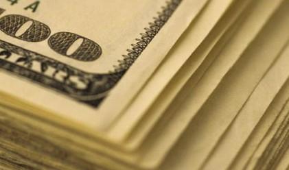 Доларът поевтиня след увеличение на търговския дефицит