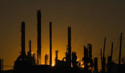 Нефтохим спира да работи заради недостиг на суровина