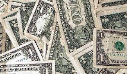 Доларът печели позиции