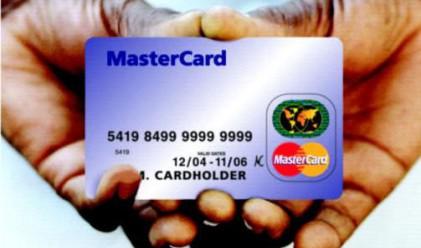 Половината картодържатели знаят колко плащат за картата си