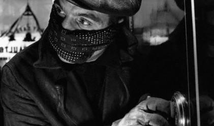 Обхванат от угризения, крадец връща пари след 60 години