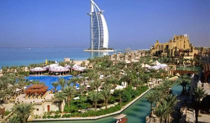 ОАЕ вдигнаха с 45% заплатите на държавните служители