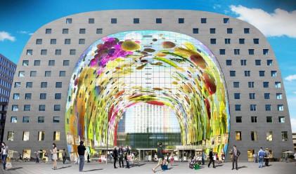 Гигантска арка крие в себе си търговски център и мезонети