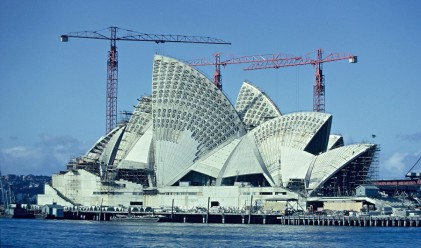 Редки кадри от строителството на световните забележителности
