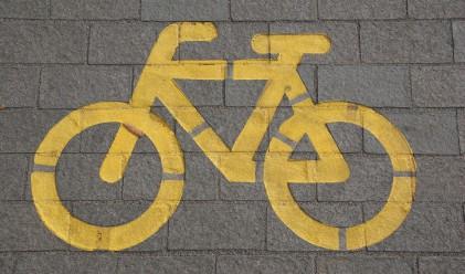 Борис Джонсън смени колелото с шорти на цветя