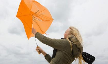 Оранжев код в 20 области за бурен вятър и валежи