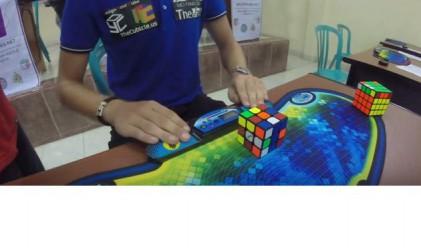 Холандец подреди кубчето на Рубик за рекордните 4.74 секунди