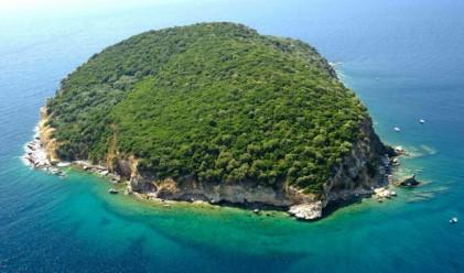 Как изглежда гръцки остров за продажба на 300 км от София?