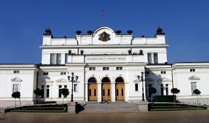 Парламентът гласува оставката на правителството днес