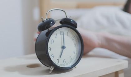 Защо копчето на будилника прави по-трудно събуждането