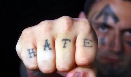 Член на банда си прави 25 операции за махане на лицеви татуировки