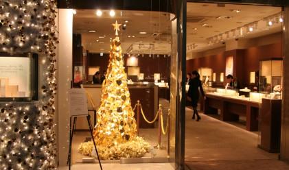 Елха от чисто злато за 1.7 млн. евро грейва в Токио