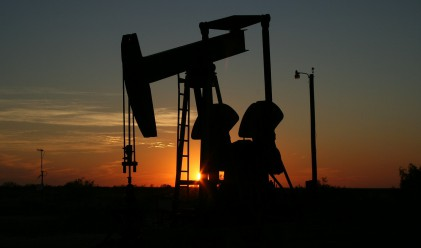 Цената на петрола записа връх за месеца