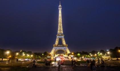 Някой плати за стълби от Айфеловата кула над половин милион евро