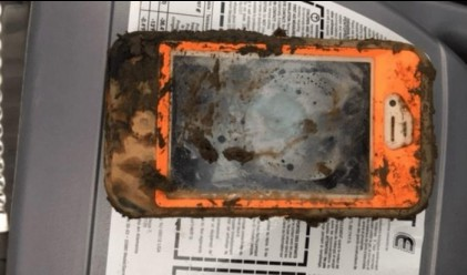 iPhone 4 прекара една година в ледена кал - дали работи?