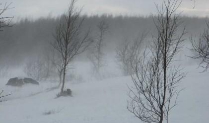 Обработват пътища срещу заледяване, очакват ни ниски температури