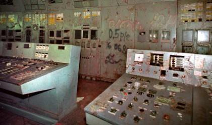 Монтираха предпазен щит върху стария саркофаг в Чернобил
