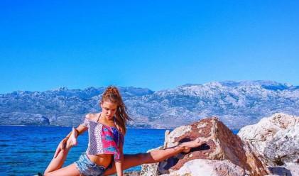 Красива авиаторка и йога маниак стана хит в Instagram