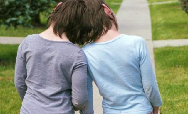 Близначки с общ мозък и череп: те са на 10 г, а не им дават и ден