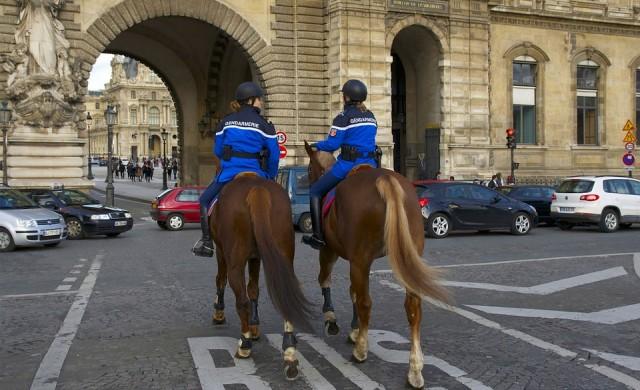 Защо рекорден брой френски полицаи се самоубиват?