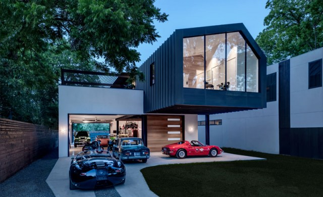 Съвременна богаташка къща с шоурум за колите