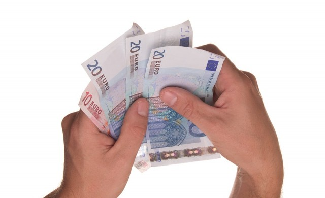Рекорден брой граждани и фирми със заеми за над 100 хил. лв.