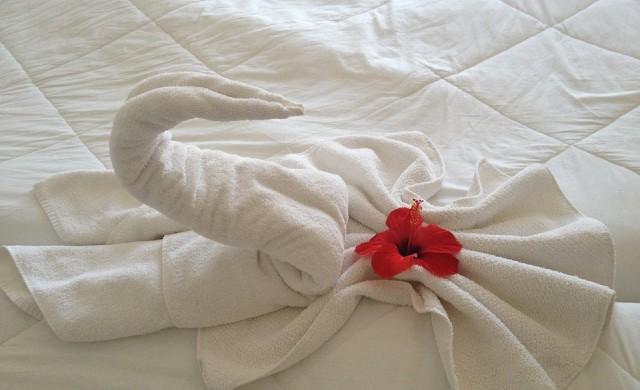Истинската причина хотелите да използват бели чаршафи