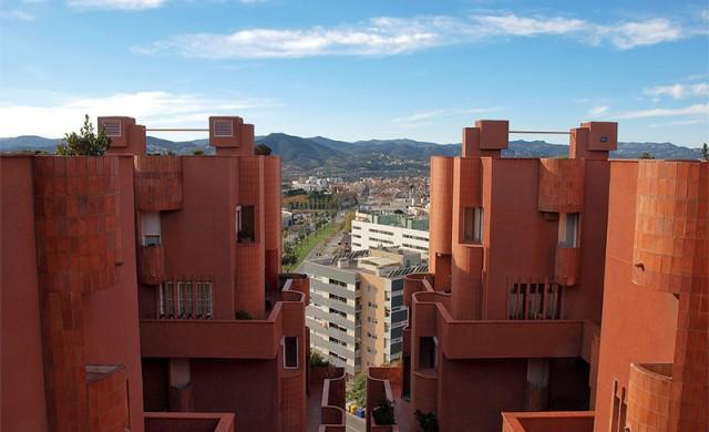 В тази сграда близо до Барселона няма нищо обичайно