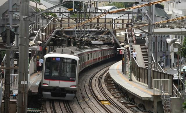 Компания в Япония се извини заради подранил с 20 секунди влак